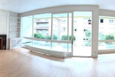 Bright 4 bedroom apartment in Sarria district of Barcelona